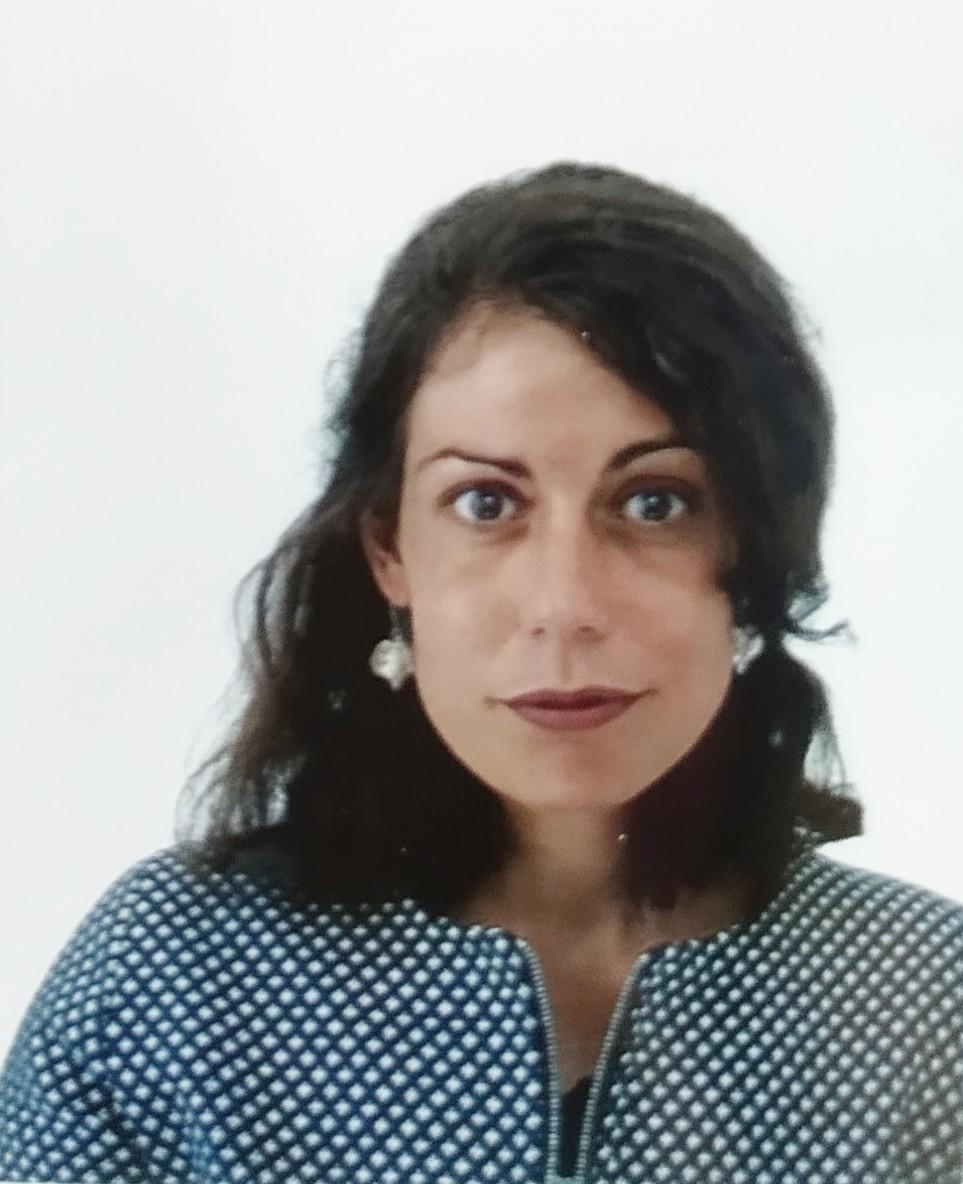 Photo de portrait de Anna Sellam, l'éditrice des éditions Bérnangel